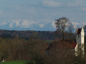 Bei gutem Wetter kann man von Kappel ein Teilort von Bad Buchau die Schweizer Alpen sehen.