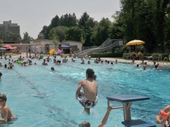 Im Sommer ist das Bad Buchauer Freibad immer gut besuch. jung und alt genießen das feucht fröhliche Vergnügen.