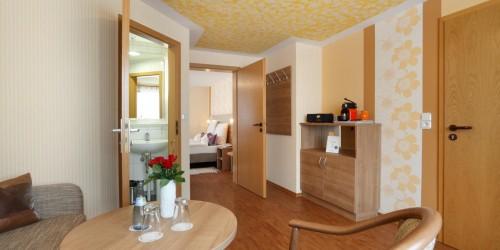 Unsere Suite, die auch zum Familienzimmer für 4 Personen umgebaut werden kann. Hier im Hotel Pension Stern Bad Buchau