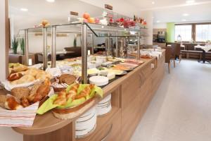 Unser super leckeres und vielfältiges Frühstücksbuffet im neu eingerichteten Frühstücksraum.