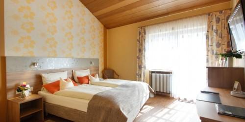 Premium Doppelzimmer bei strahlendem Sonnenschein im Hotel Pension Stern Bad Buchau